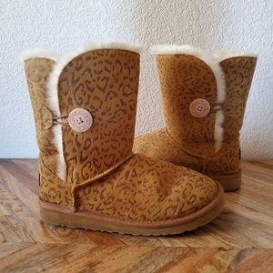 UGG Brown Cheetah Print Short Boots Size 6